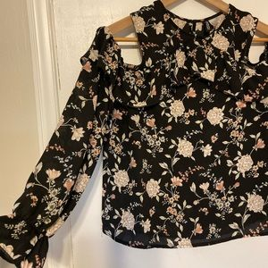 Floral open shoulder long sleeve blouse